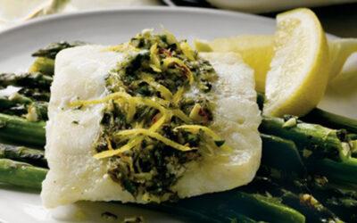Bacalhau do Alasca cítrico com aspargos